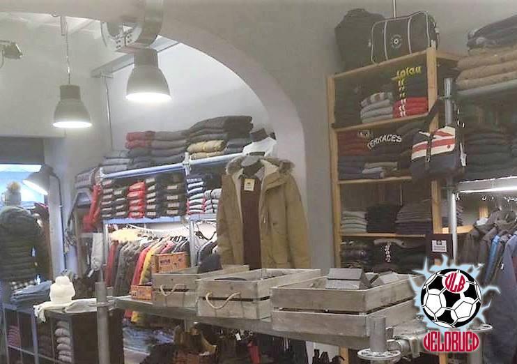 Ve lo buco a Firenze. T-shirt in vendita presso il negozio On The Road Porta Romana